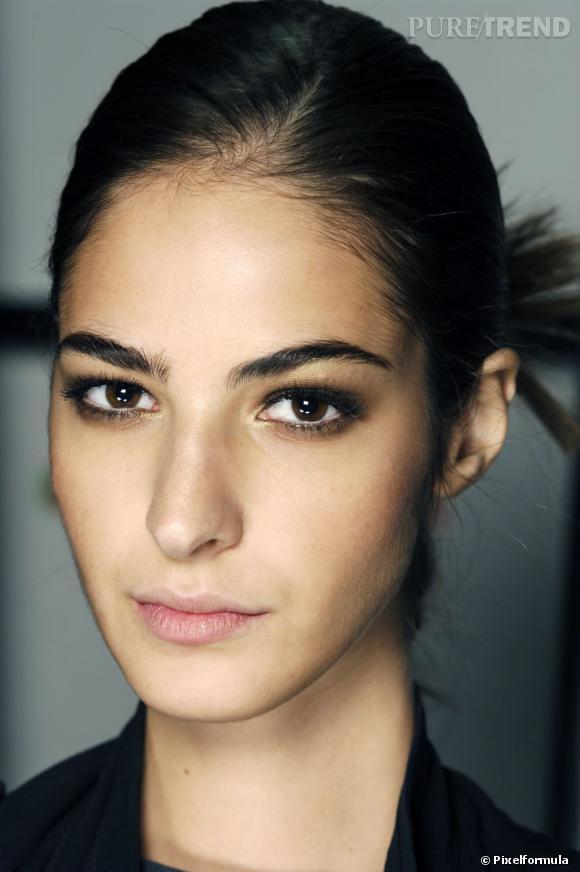 Faites-vous un teint ensoleillé avec nos conseils maquillage peau mate.