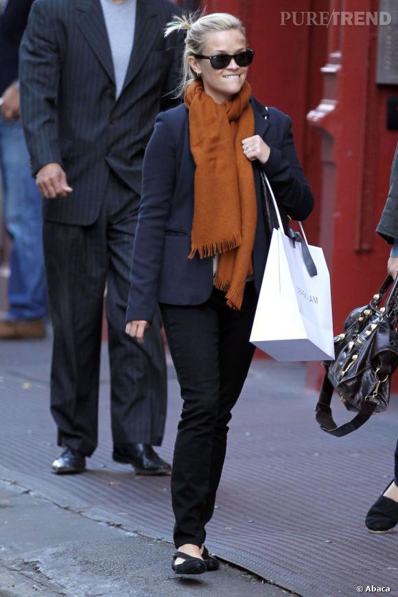 Reese Witherspoon en balade dans les rues de New York.