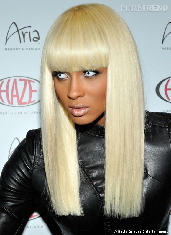 """La chanteuse Ciara en mode """"zombie de l'espace"""" pour un déguisement un peu effrayant."""