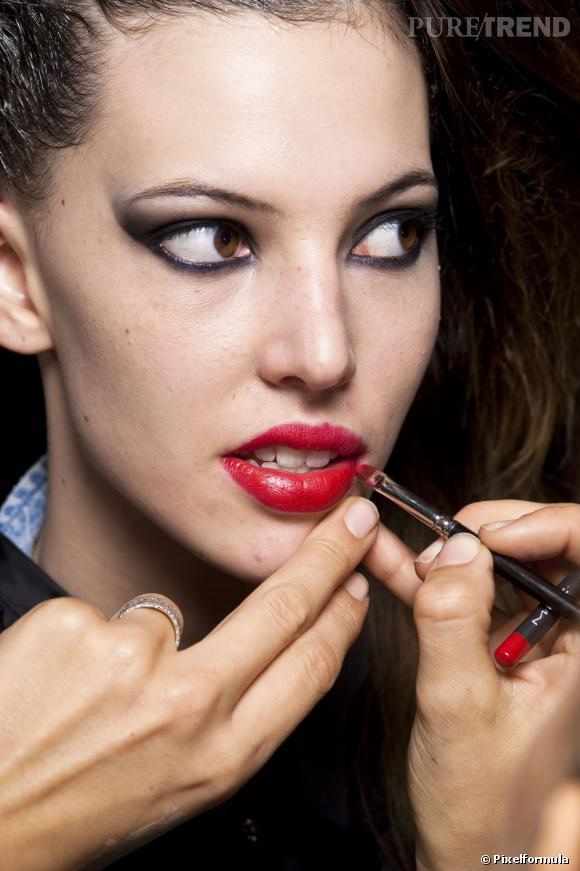 Vous voulez connaître les étapes pour un maquillage des lèvres parfait ? Devenez une pro grâce à notre mode d'emploi.