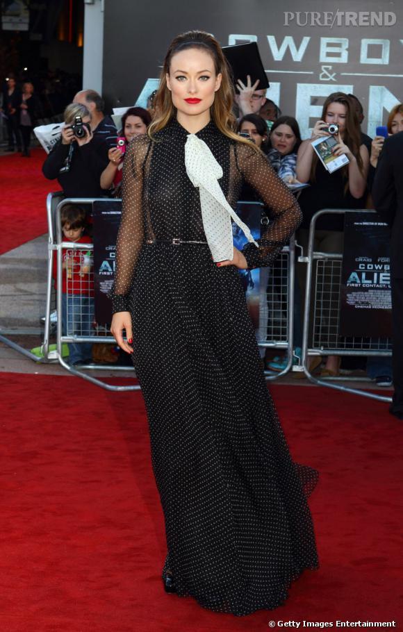 """Furieusement mode, Olivia Wilde sait toujours comment se faire remarquer sur red carpet. Lors de l'avant-première de """"Cowboy vs Alien"""", elle l'a une fois de plus prouvé en robe Gucci, Automne-Hiver 2011/2012."""