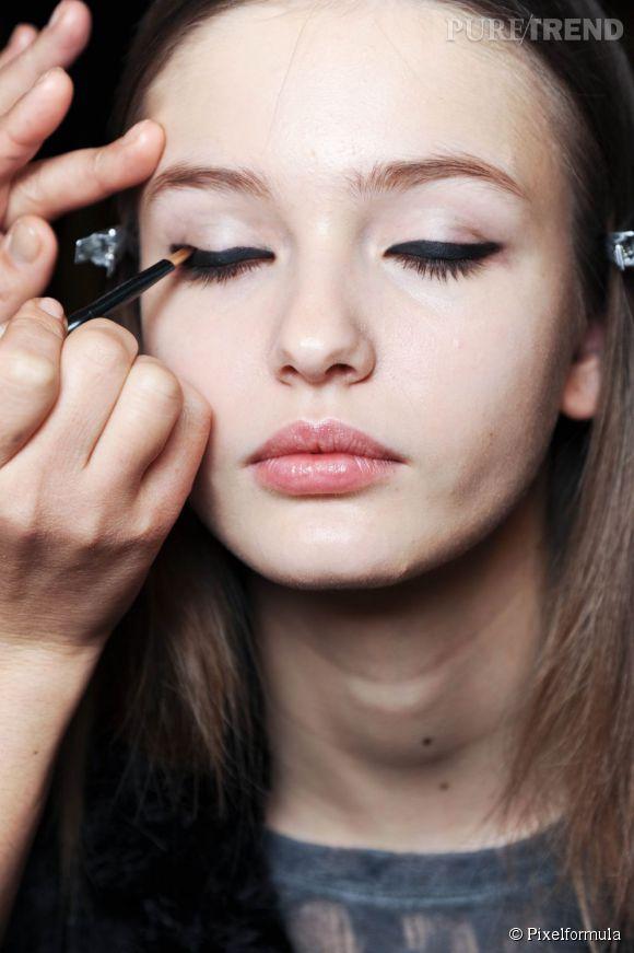 Fini les ratés, devenez une pro de l'eyeliner avec notre pas à pas maquillage.