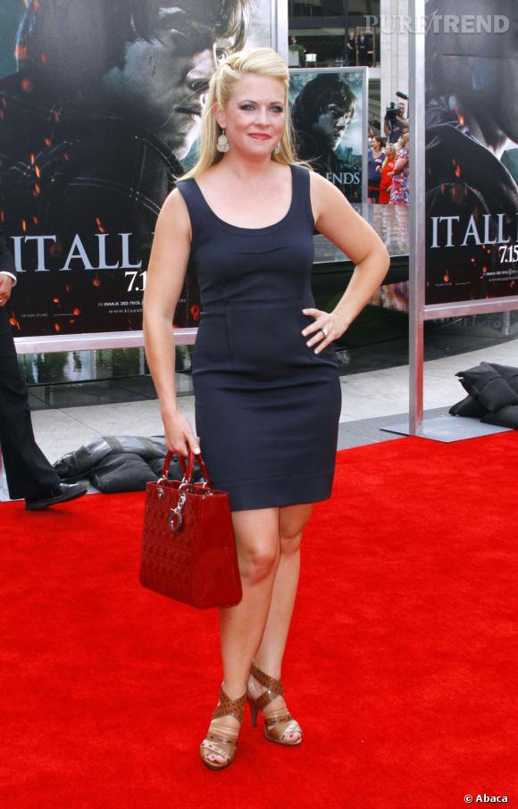 2011 : La robe fait des plis disgracieux. Et pourquoi diable un sac à main sur tapis rouge ?