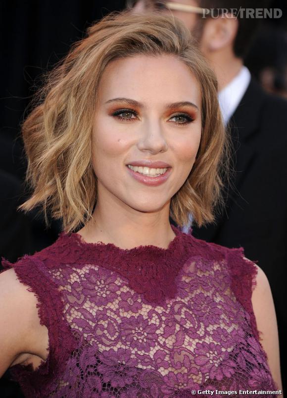 Sur le tapis rouge, Scarlett Johansson sort le grand jeu avec des paupières cuivrées. Une couleur parfaite pour mettre en valeur ses yeux verts.