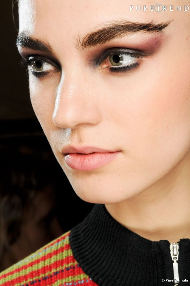 Pour un regard captivant revisitez le smoky version prune le fard remonte haute fa on - Maquillage yeux charbonneux ...