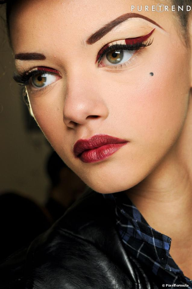 Le Maquillage Yeux Verts Offre Bien Des Fantaisies Amusez Vous D Tourner Le Smoky Eye Avec Un
