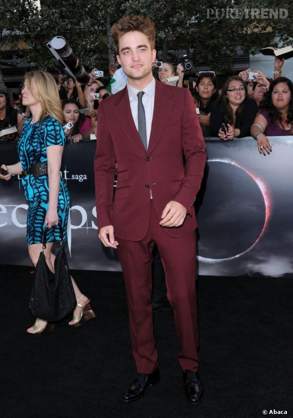 Le meilleur look de red carpet : l'acteur sort des sentiers battus, renoue avec le rouge mais avec cette fois-ci plus de succès façon dandy.