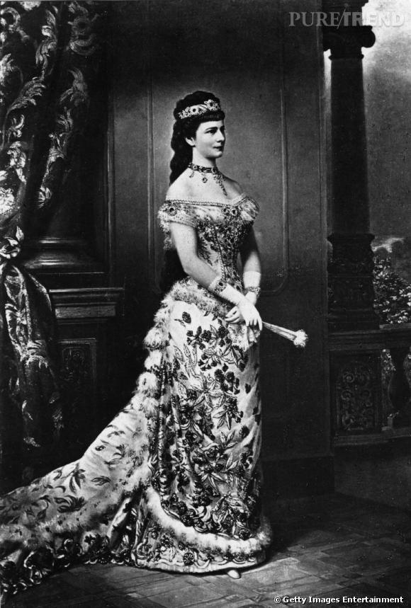 L'Impératrice Elisabeth d'Autriche : Sissi, pionnière du culte de la minceur. Son tour de taille mesurait 50 centimètres.