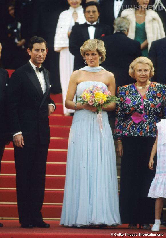 Lady Diana a vécu des années avec des troubles du comportement alimentaire : elle était boulimique. Ses variations de poids étaient très visibles, ici elle semblait en bonne forme, une jeune femme tout à fait normale.