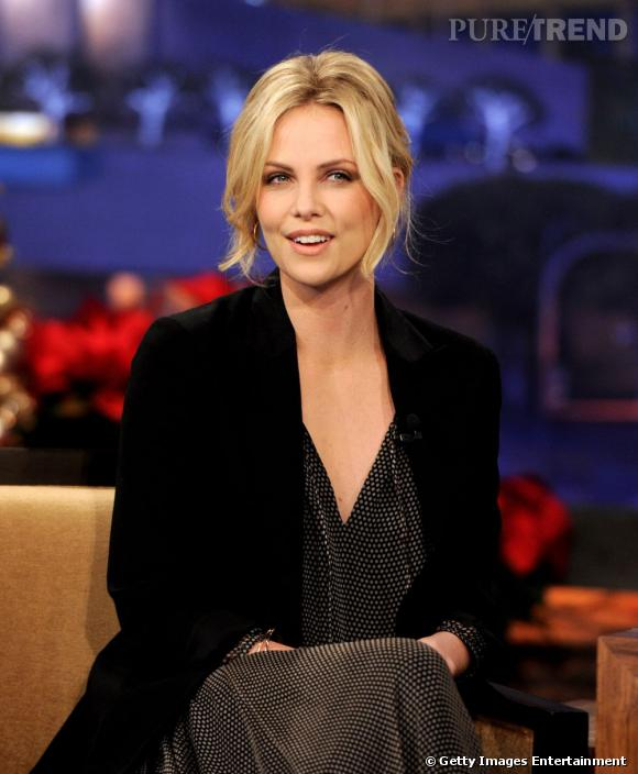 "Charlize Theron sur le plateau de ""The Tonight Show With Jay Leno"" à Burbank."