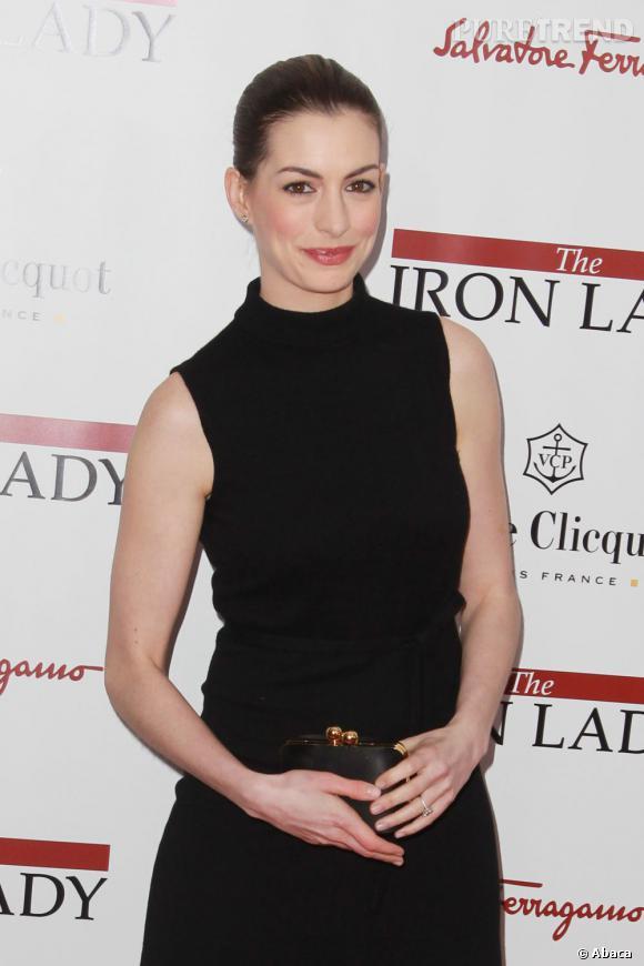"""Anne Hathaway à la première de """"The Iron Lady"""" à New York."""