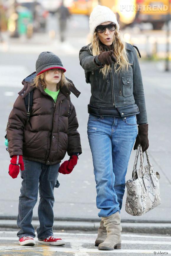 Sarah Jessica Parker s'offre un bide dans les rues de New York.