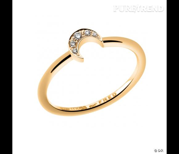 "Bague ""Lune"" Kate Moss for Fred   Bague en or jaune et diamants.   Prix : 510€ En vente sur www.fred.com"