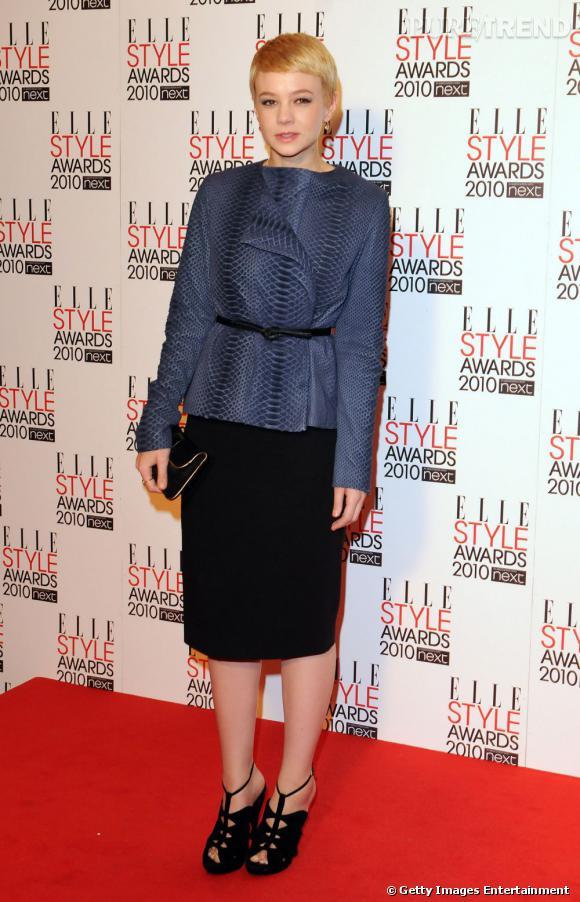 En The Row Automne-Hiver 2010/2011, Carey Mulligan a su se faire remarquer pour la soirée des Elle Style Awards.