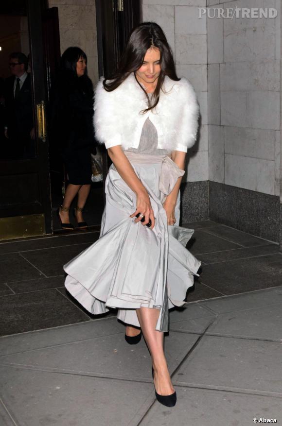 Katie Holmes : une touche d'élégance grâce à son boléro en fourrure The Row.