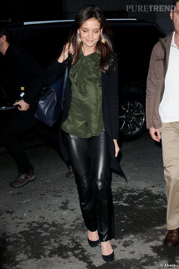 Katie Holmes est également une grande fan de la marque. Elle le prouve ici avec un pantalon en cuir The Row.
