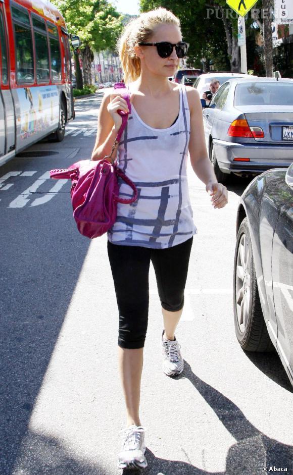 ce374dde443 Nicole Richie, sport chic avec son Balenciaga rose ! - Puretrend