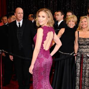 Le moulant et la découpe, un duo sexy pour Scarlett Johansson.