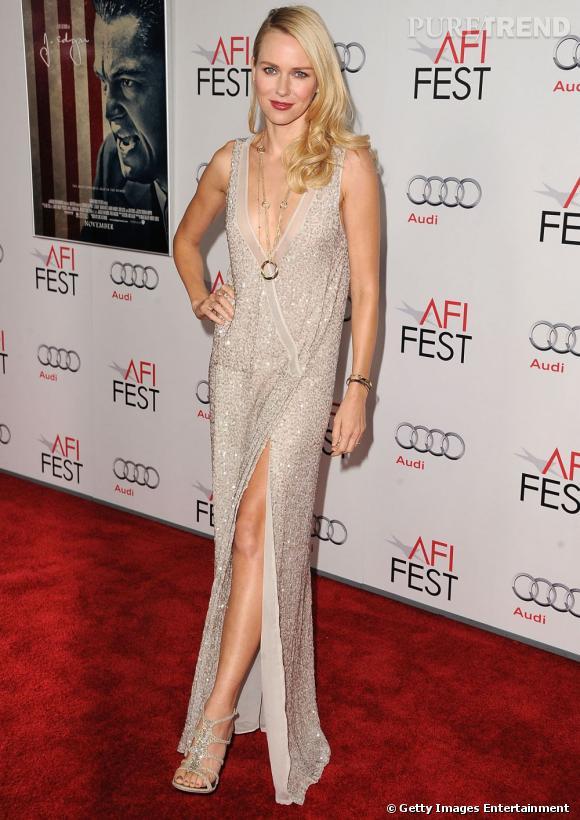 Naomi Watts, drapée.
