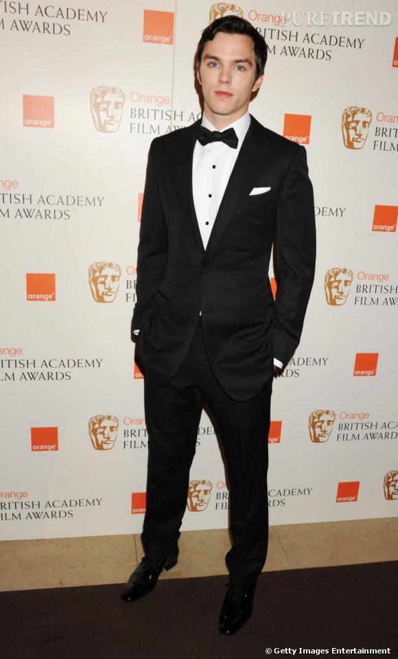"""Nom  : Nicholas Hoult    CV  : Si le British a déjà une longue carrière derière lui, c'est par son rôle de Tony dans Skins qu'il se fait connaître. Depuis il a joué dans plusieurs productions américaines dont X-Men. En 2012 on l'attend dans deux films """"Warm Bodies"""" et """"Jack le tueur de géants""""."""