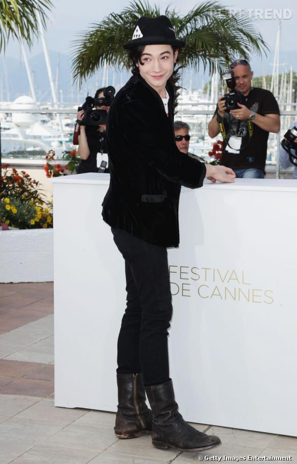 """Nom  : Ezra Miller    CV  : New face du cinéma indé américain, il s'est fait remarquer en 2011 à la fois par son rôle dans """"We need to talk about Kevin"""" et par son sens du style savamment étudié. En 2012 il est de retour à l'affiche de """"The Perks of Being a Wallflower"""" et """"Another Happy Day""""."""