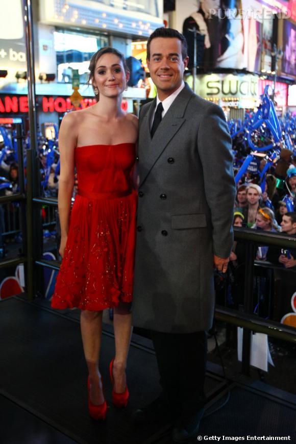Emmy Rossum aux côtés de Carson Daly.