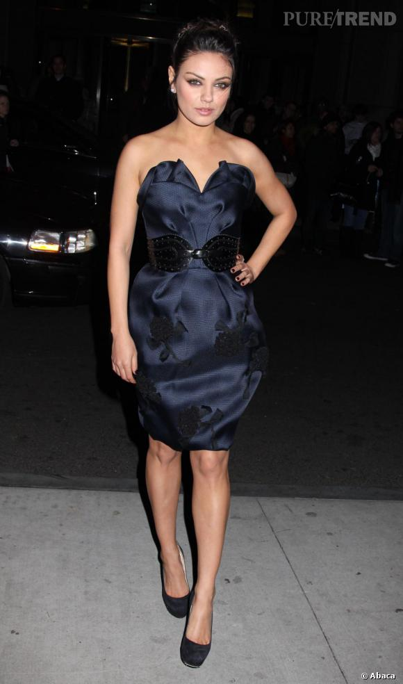 Mila Kunis en robe Spring 2011 Oscar de la Renta, on adhère.