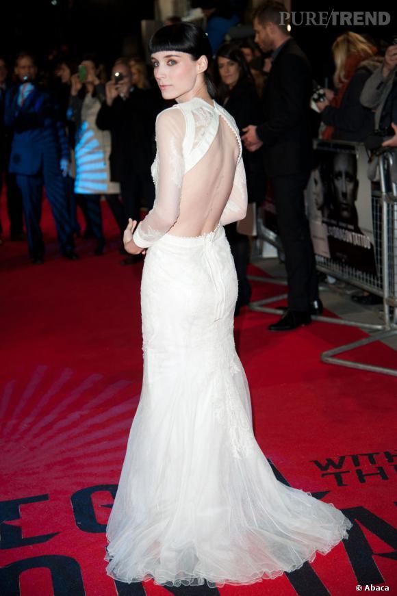 ffb2d3a57c1 Rooney Mara en longue robe Givenchy dévoile son dos sans complexe ...