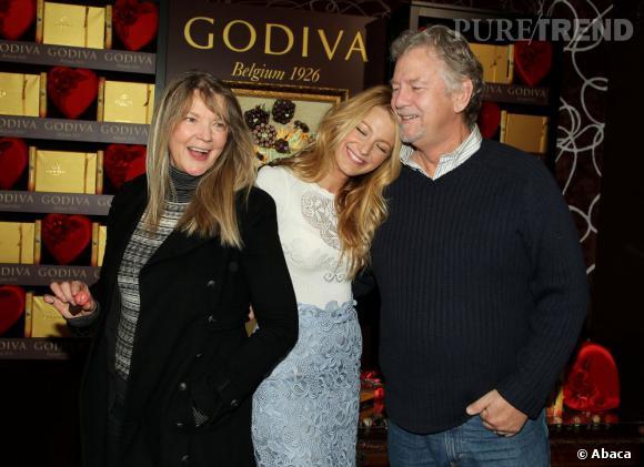 Blake Lively a beau être une icône mode, elle reste une petite fille avec ses parents.