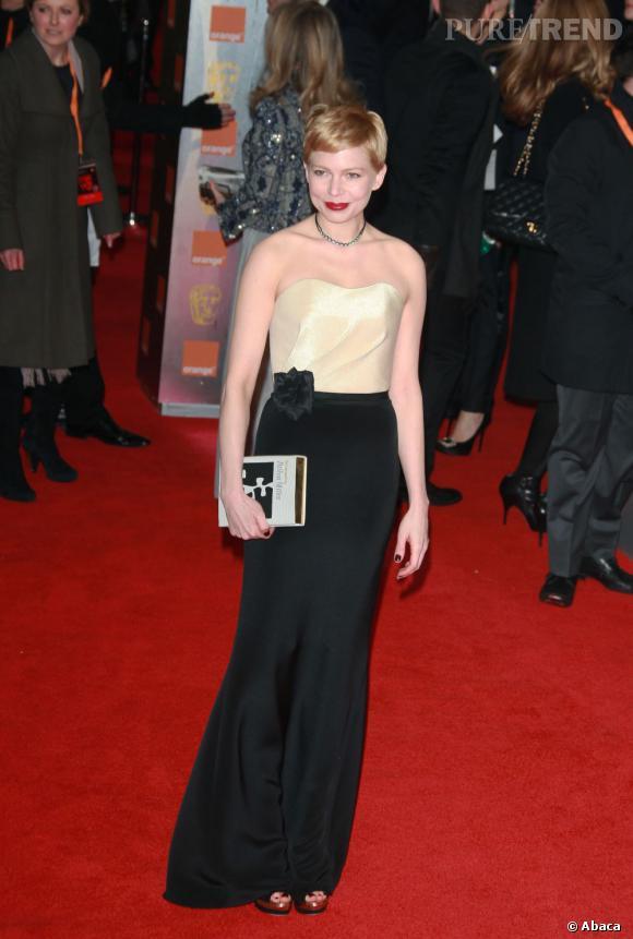 Ce soir-là pas de grand couturier, la jeune femme mise sur une robe H&M.