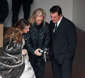 Sarah Jessica Parker et Chris Noth vérifient les photos prisent par la photographes Annie Leibovitz pour un numéro de Vogue.