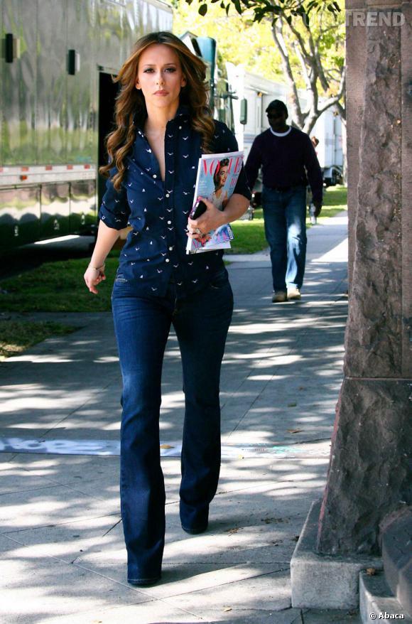 Jennifer Love Hewitt plus chic qu'à son habitude et surtout plus stylée.