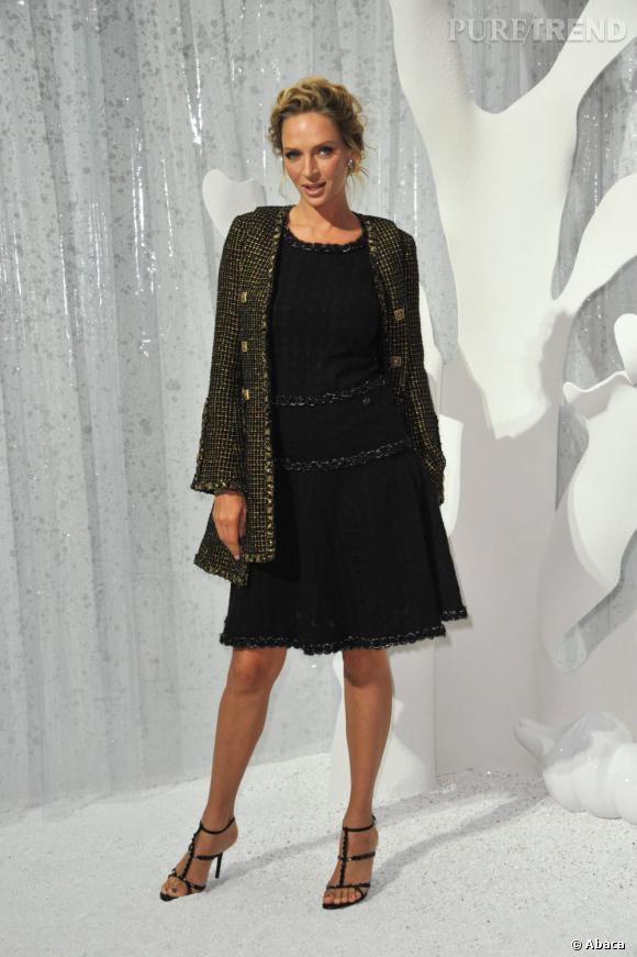 La petite robe noire :   un indispensable pour toutes fashionistas. Uma Thurman la porte sous toutes ses formes, de la plus chic comme ici en Chanel en passant par la plus passe-partout.