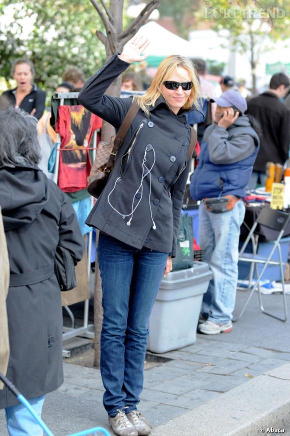 Le sac à dos :   sur red carpet, Uma Thurman est une déesse. Dans la rue, l'actrice est plus roots, cool et sans prise de tête. Un indispensable qu'elle quitte rarement : le sac à dos, comme ici le modèle Louis Vuitton.