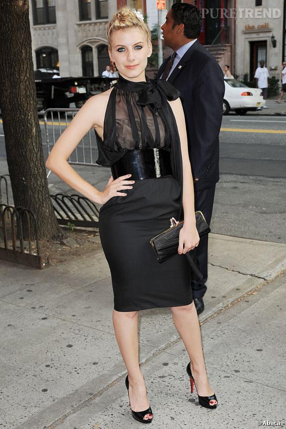 Le créateur séduit à l'internationale comme chez nous avec Mélanie Laurent et son audacieuse petite robe noire.