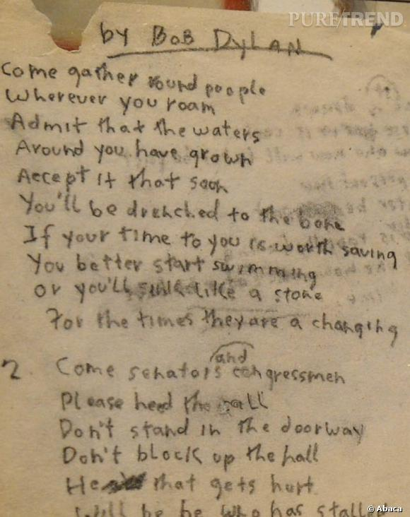 """Plus qu'un chanteur, Bob Dylan est la voix d'une génération contestataire. Ici, on découvre les paroles de """"The Times They Are a-Changin'"""" probablement l'un des morceaux les plus connus de l'artiste."""