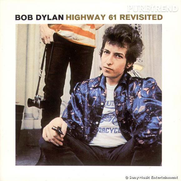 """Bob Dylan la rock star prend forme avec un passage à l'électrique et l'album """"Highway 61 Revisited"""" en 1965."""