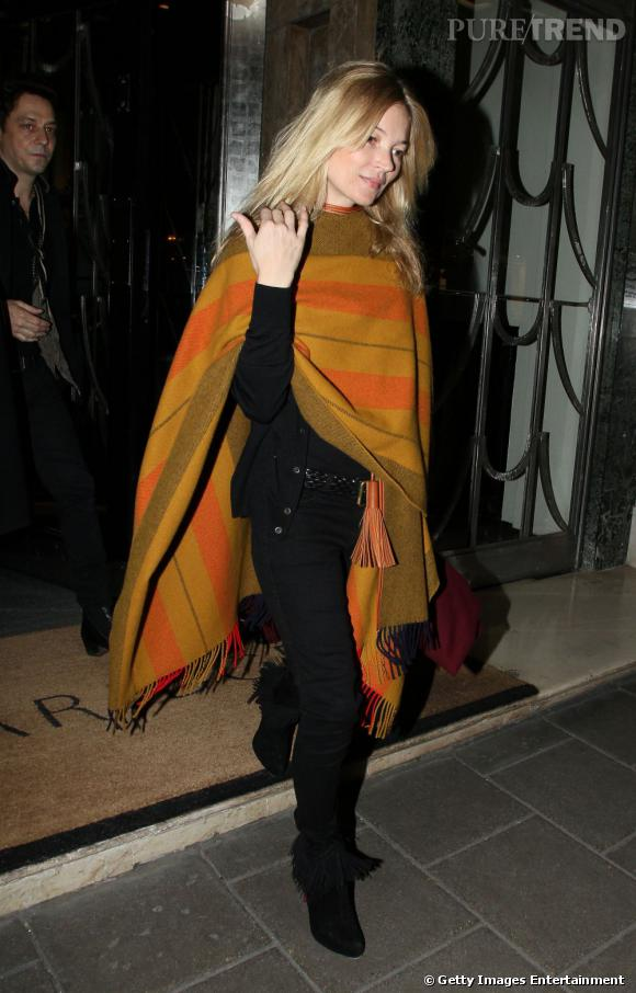 Kate Moss à la sortie de l'hôtel Claridge à Londres.