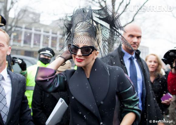 Lady Gaga passe de mouche à libellule.