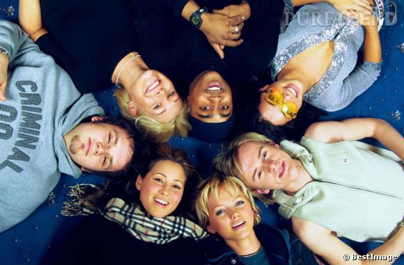 Le S Club 7 au complet : Paul Cattermole, Hannah Spearritt, Jo O'Meara, Rachel Stevens, Tina Barrett, Jon Lee et Bradley McIntosh.