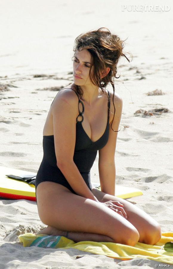 Sur la plage, Penelope Cruz est une sirène.