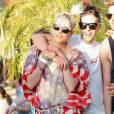 Agyness Deyn tente de se glisser dans la peau d'une vraie américaine en profitant du soleil de Coachella habillée de la bannière étoilée.