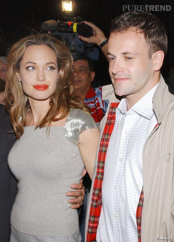 Jonny Lee Miller, premier mari d'Angelina Jolie de 1995 à 1998. Après les vieux, elle passe au look de gentil minet.