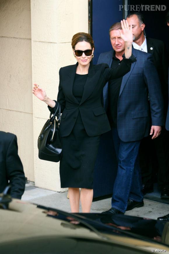 Angelina Jolie chic en noir.