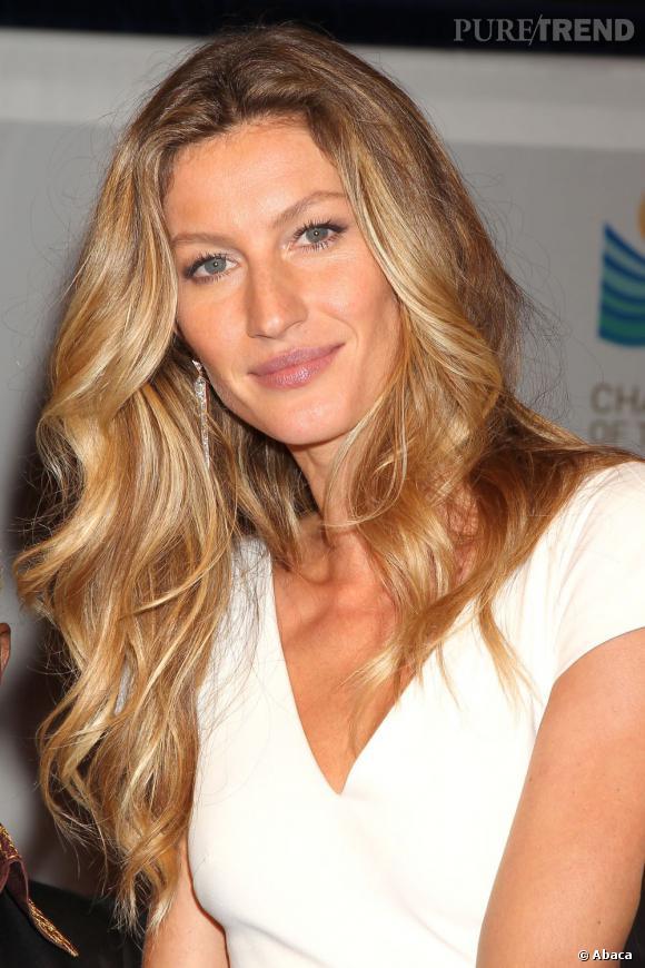 """Gisèle Bündchen, ambassadrice de la coiffure sexy """"sortie de plage""""."""