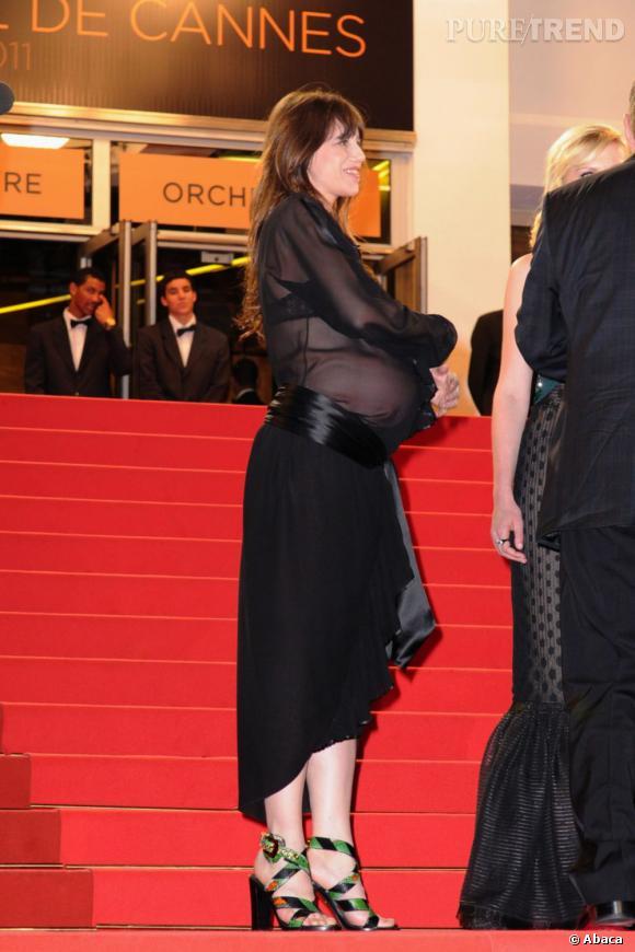 L'année dernière, Charlotte Gainsbourg a montré sans pudeur son ventre de femme enceinte.