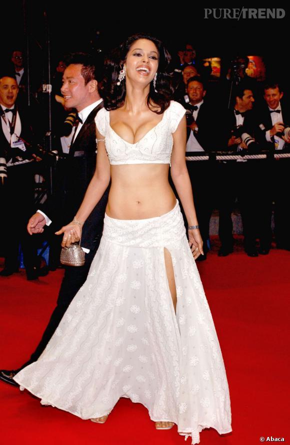 Ventre, décolleté et jambes : Mallika Sherawat dévoile beaucoup de sa personne au Festival de Cannes de 2005