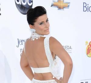 Dommage que la silhouette de Nelly Furtado ne s'y prête pas, cette robe aurait pu faire effet.