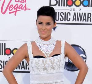 Nelly Furtado fait un flop retentissant dans sa robe en crochet.