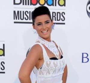 Le flop mode : Nelly Furtado, boudinée dans un napperon